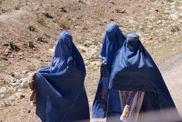 Zdjęcia: okolice Ghazni, Ghazni, afgańskie kobiety, AFGANISTAN