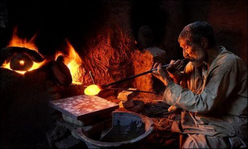Zdjęcie AFGANISTAN / Herat Province / Herat / szkło z Heratu 4