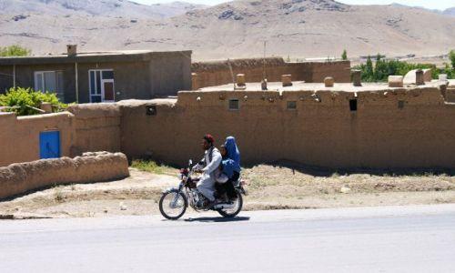 Zdjecie AFGANISTAN / Ghazni / okolice Ghazni / rodzinny środek lokomocji