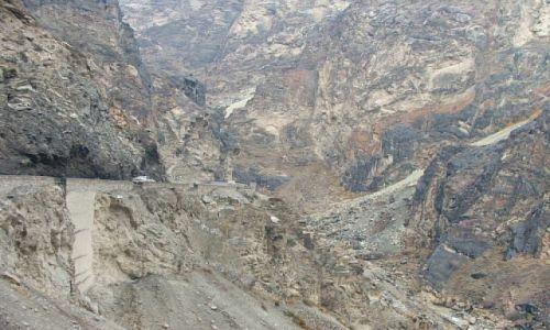 AFGANISTAN / Jalalabad / dolina Mail Par / tunelami, zboczami, wąsko przez granitowe góry..