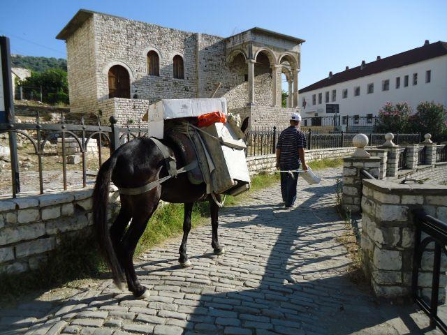 Zdjęcia: Stare Miasto Berat, dzielnica Mangalam, Berat, Transport, ALBANIA
