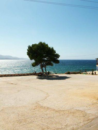 Zdjęcia: Seranda, Wybrzeże Jońskie, betonowa plaża, ALBANIA