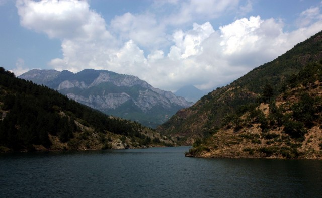 ALBANIA / Kukes / Na rzece Drinie / Jezioro Koman