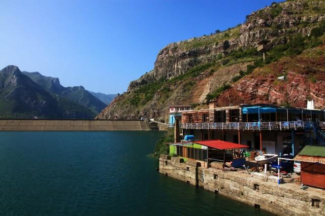 Zdjęcia: Jezioro Koman , Kukes, Przystań i tama, ALBANIA