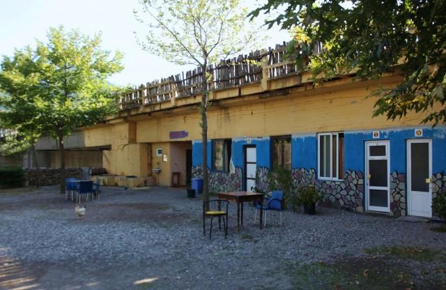 Zdjęcia: Koman, Kukes, Hotel pod mostem, ALBANIA