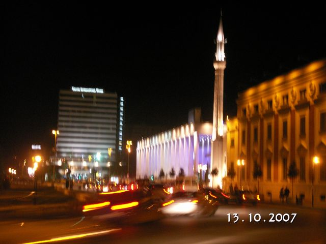 Zdjęcia: Tirana, Tirana nocą - Plac Skanderberga, ALBANIA