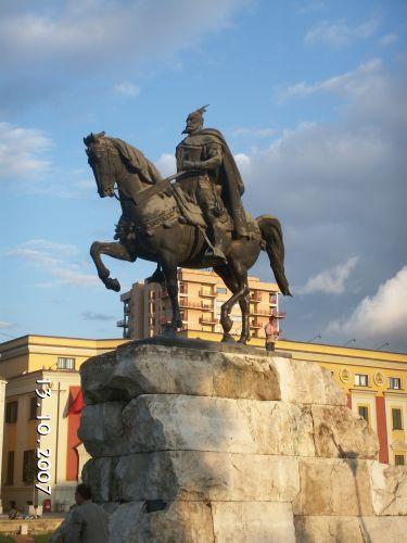 Zdjęcia: Tirana, Pomnik Skanderberga, ALBANIA