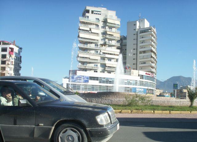 Zdjęcia: Tirana, nowe rondo,nowa zabudowa  w Tiranie, ALBANIA