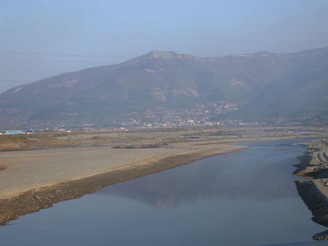 Zdjęcia: Kruja, Z okien samochodu - krajobraz górski, ALBANIA