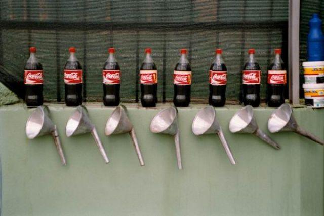 Zdjęcia: Tirana - stacja benzynowa, coca cola, ALBANIA