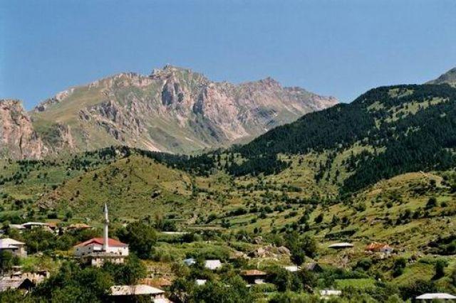 Zdjęcia: Radomire, Typowa górska wioska., ALBANIA