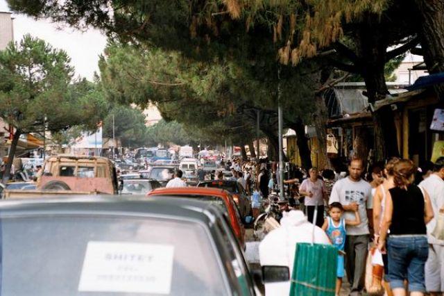 Zdjęcia: Tirana, Zatłoczona ulica w Tiranie, ALBANIA