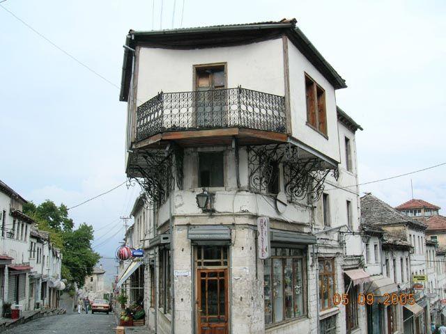 Zdjęcia: Gjirokaster, Albania, typowa architektura Gjirokaster, ALBANIA