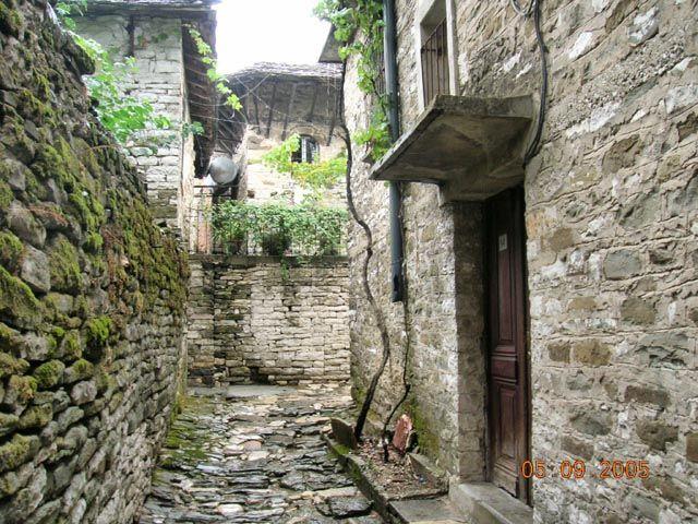 Zdjęcia: Girokaster, Albania, urokliwy zaułek, ALBANIA