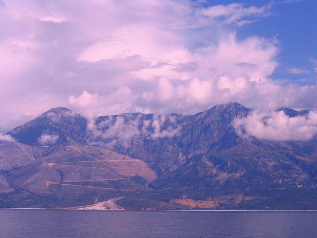 Zdjęcia: z Morza Śródziemnego, Góry Pindos, Chmury nad Górami Pindos, ALBANIA
