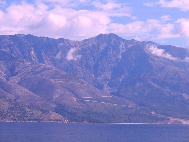 Zdjęcia: Gory Pindos, Wybrzeże  Morza Śródziemnego, górzyste wybrzeże Albanii, ALBANIA