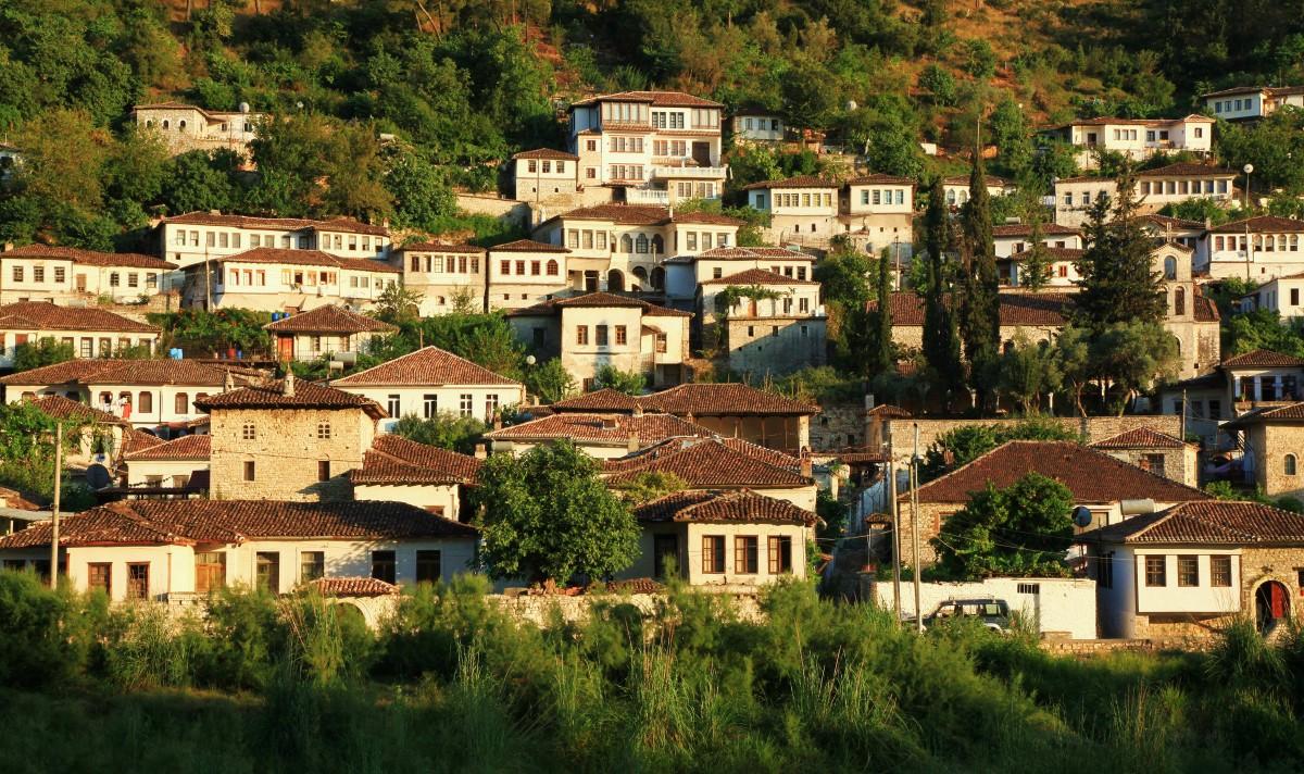 Zdjęcia: Gorica, Berat, Miasto tysiąca okien, ALBANIA