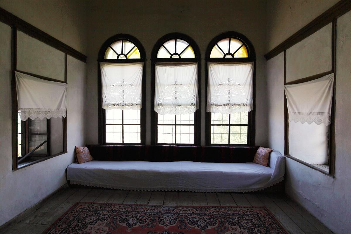 Zdjęcia: Dom Skenduli, Gjirokastra, Okna, ALBANIA