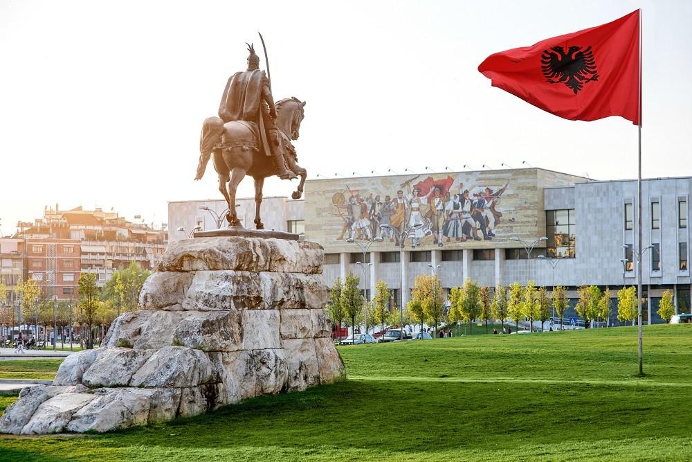 Zdjęcia:  , Tirana ? stolica i największe miasto Albanii, położone nad 3 rzekami., Tirana, ALBANIA