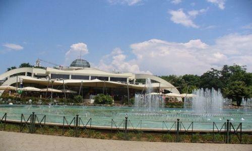 Zdjecie ALBANIA / stolica Albanii / miasto / Fontanna w centrum Tirany