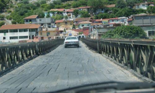 Zdjecie ALBANIA / SZKODER / most na rzece Bojana / Dziurawy most