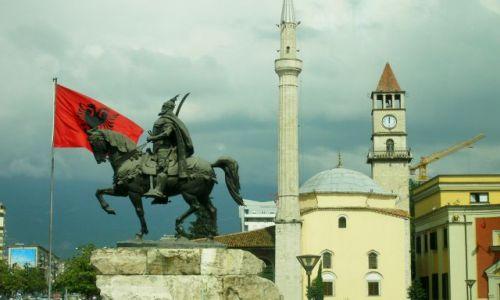 Zdjęcie ALBANIA / Tirana / pl. Skantenberga / Skantendberg