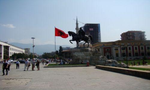 Zdjęcie ALBANIA / - / Tirana / Centrum Tirany w budowie