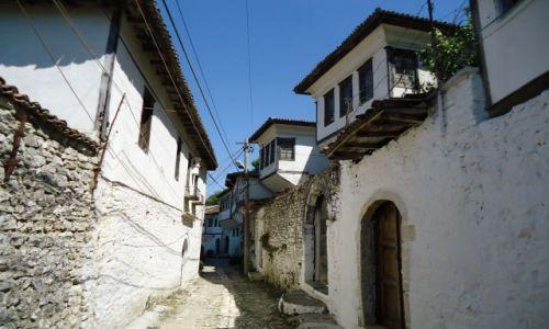 Zdjęcie ALBANIA / Berat / Berat, dzielnica Mangalam / Uliczki Starego Miasta