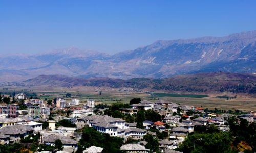 ALBANIA / Gjiokastra / Gjikoastra / Gjiokastra wśród gór