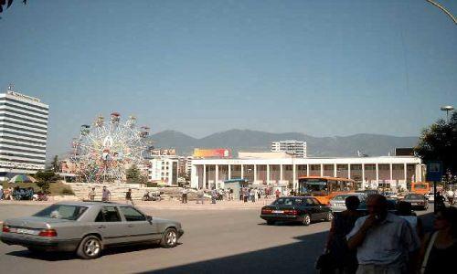 Zdjęcie ALBANIA / brak / Tirana / karuzela