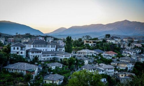 Zdjecie ALBANIA / Gjirokaster / Gjirokaster / Miasto białych dachów