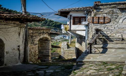 ALBANIA / Berat / Berat / Miasto 1000 okien