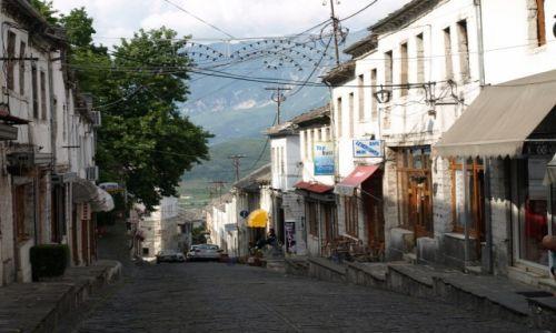 Zdjecie ALBANIA / Gjirokastra / Gjirokastra / Uliczka w Gjirokastra
