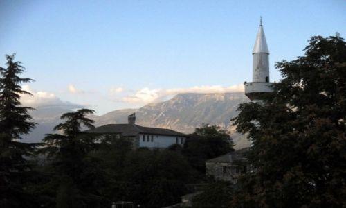 ALBANIA / Gjirokastra / Widok na minaret ze wzgórza zamkowego / Wieczorny śpiew muezina