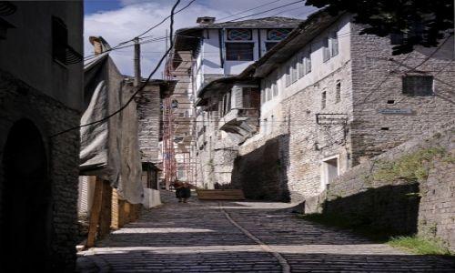 Zdjęcie ALBANIA / - / Gjirokaster / Albańskie drogi 2