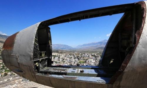 Zdjęcie ALBANIA / Gjirokastra / Zamek z XII w. / Widok na miasto przez Air Force 1
