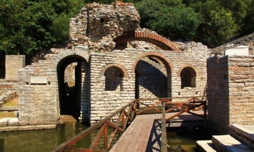 ALBANIA / Saranda / Park Narodowy Butrint / Współczesne wejście do starożytnego amfiteatru z III wieku p.n.e
