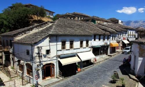 Zdjęcie ALBANIA / Gjirokastra / Stare miasto / Tradycyjne domki