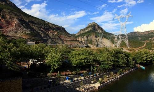 Zdjęcie ALBANIA / Kukes / Koman / Kamping pod mostem widziany od strony rzeki