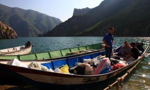 Zdjęcie ALBANIA / Kukes / Przystań Komani / Zaopatrzenie