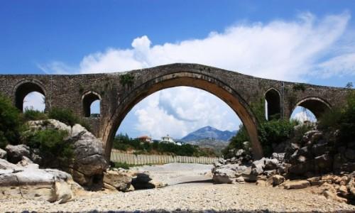 ALBANIA / Szkodra / Rzeka Kir / Kamienny most