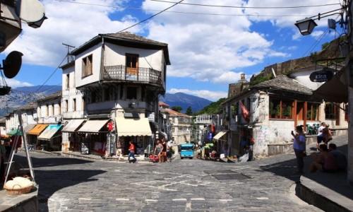 Zdjęcie ALBANIA / Gjirokastra / Starówka / Rynek