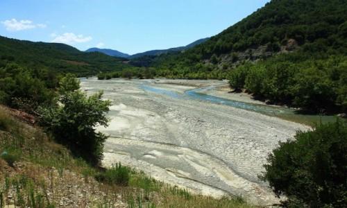 Zdjęcie ALBANIA / Berat / Corovoda  / Koryto rzeki Osum