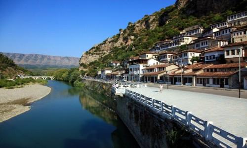 Zdjęcie ALBANIA / Berat / Widok z mostu / Nad rzeką Osum