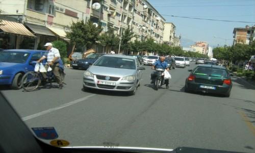 Zdjecie ALBANIA / Stolica / Tirana / Albania - użytkownicy dróg
