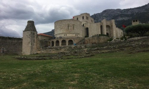 Zdjecie ALBANIA / - / Skanderbek muzeum / Zamek