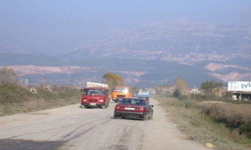 Zdjecie ALBANIA / brak / Bilaj / Z okien samochodu - drogi albańskie