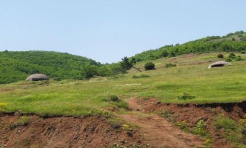 Zdjecie ALBANIA / - / Albania , przy granicy / Albania , bunkry