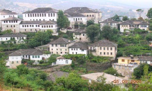 Zdjęcie ALBANIA / Albania / Gjirokaster / Gjirokaster - miasto kamiennych dachów