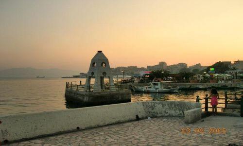 ALBANIA / Albania / Saranda / port rybacki o zmierzchu